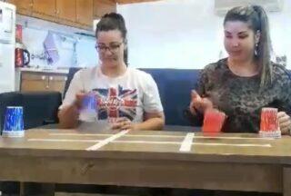 Παιχνίδι με πλαστικά ποτήρια