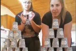 Παιχνίδι με ποτήρια πυραμίδα